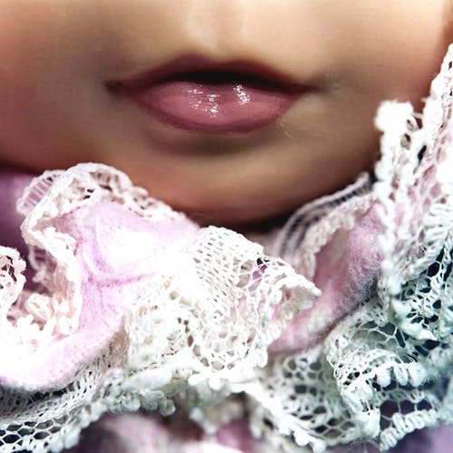 Doll Mouth (lace collar)