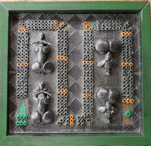 CRIBBAGE BOARD & PEGS