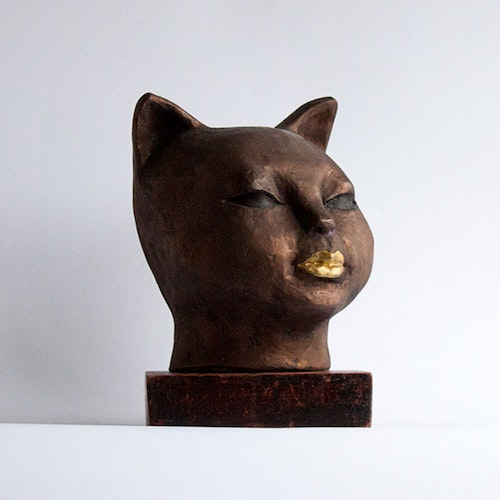 Sculpture - Cat with the Golden Kiss